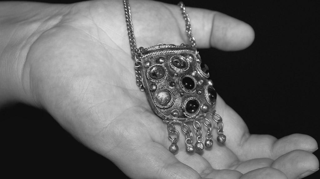 Heirlooms: Alyssa, Grandmothers Necklace